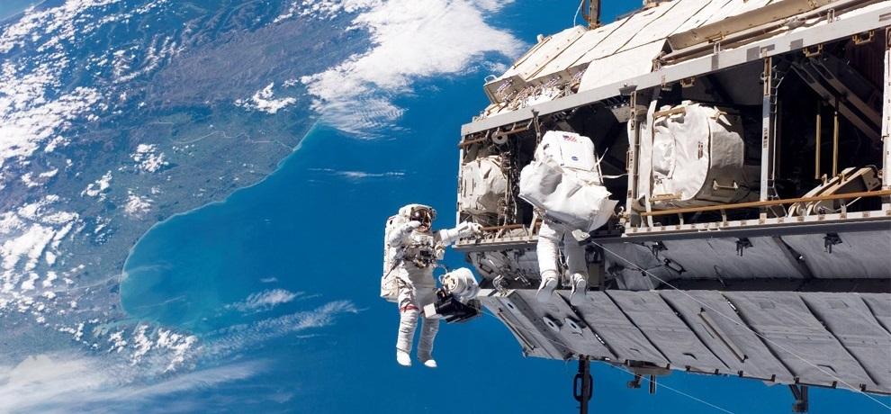 우주에서 작업